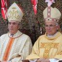 Dom Manuel António e Dom Abílio (à esquerda), bispo imérito de São Tomé, quem recebeu a visita do Papa São João Paulo II